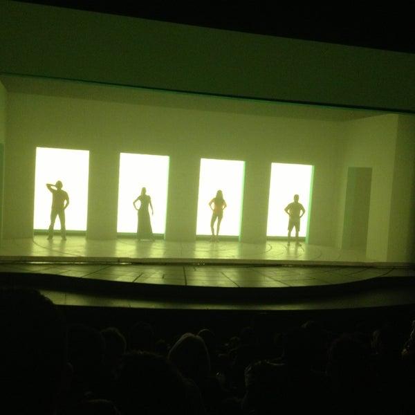 Foto tirada no(a) Teatro Aldama por BeSsy R. em 10/12/2013