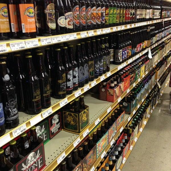 รูปภาพถ่ายที่ Binny's Beverage Depot โดย RJ S. เมื่อ 8/30/2013