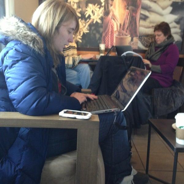 Photo taken at Starbucks by 婷娜 李. on 2/2/2013