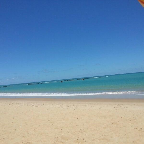 Foto tirada no(a) Praia de Guaxuma por Joao L. em 2/18/2014