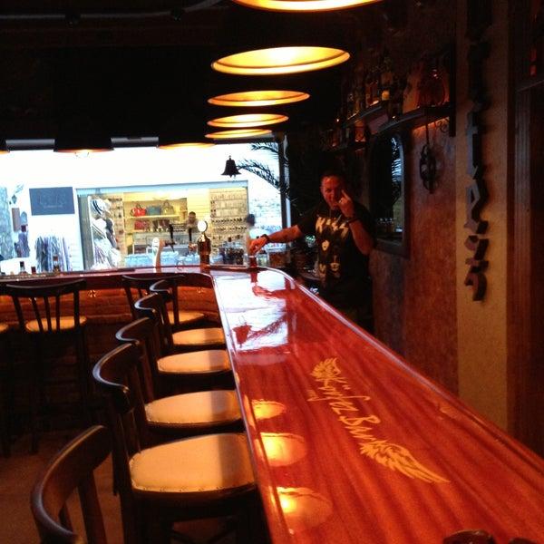 รูปภาพถ่ายที่ Körfez Bar โดย Emrah Ö. เมื่อ 5/1/2013
