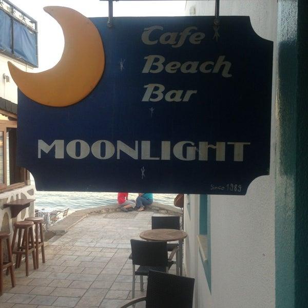 7/4/2013 tarihinde Emrah Ö.ziyaretçi tarafından Moonlight Cafe Bar'de çekilen fotoğraf