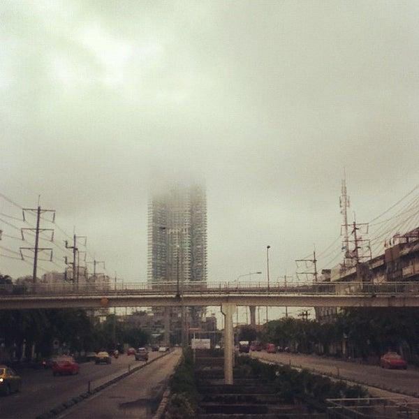 Photo taken at BRT วัดปริวาส (Wat Pariwat) by iBoZR B. on 9/16/2012