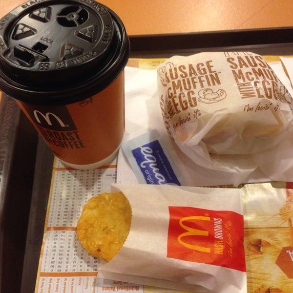 Photo taken at McDonald's / McCafé by Numchawan on 4/2/2014