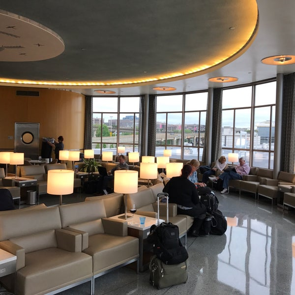 Photo taken at United Club by Dion H. on 4/25/2017
