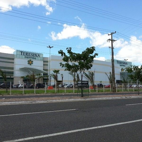 Foto tirada no(a) Teresina Shopping por Herbert S. em 6/10/2013
