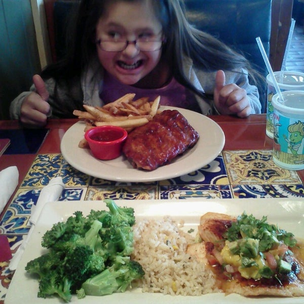 Photo taken at Chili's Grill & Bar by Adolfo G. on 2/16/2013
