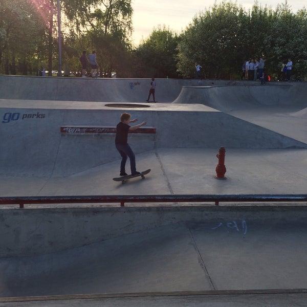 Das Foto wurde bei Скейт-парк «Садовники» von Maria K. am 5/9/2015 aufgenommen