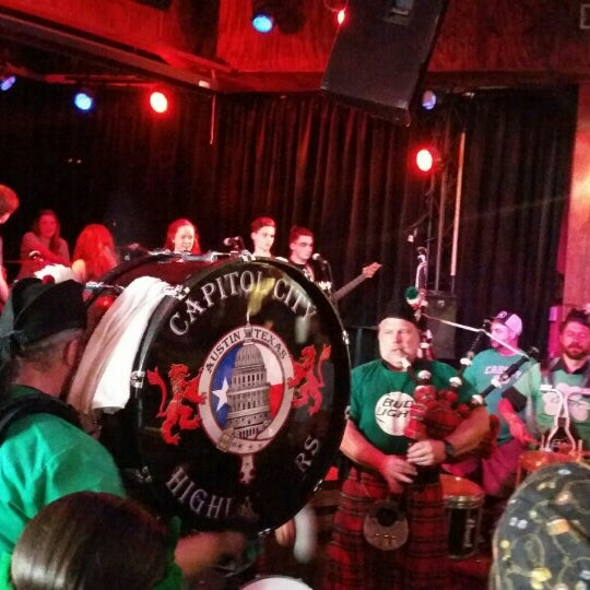 Photo taken at Darwin's Pub by Roy D. on 3/17/2016