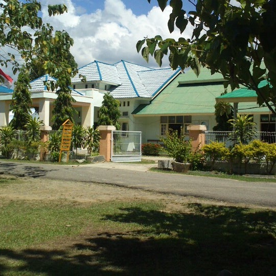 Photo taken at Dinas Kesehatan Kab.Boalemo by cheelunk m. on 10/30/2012