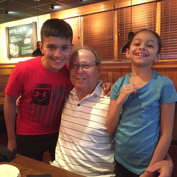 Photo taken at Outback Steakhouse by Armando C. on 8/30/2016