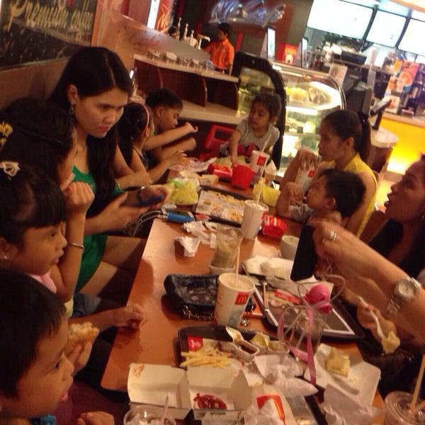 Photo taken at McDonald's / McCafé by Nurliyana D. on 3/15/2014