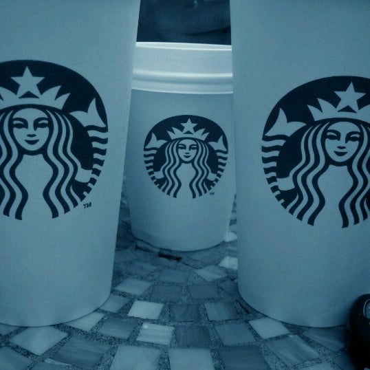 Photo taken at Starbucks by Ricardo A. on 9/15/2012