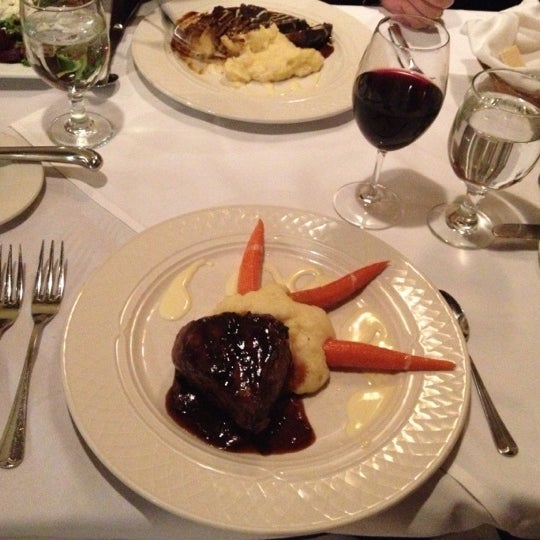 Photo taken at Beekman Arms-Delamater Inn by Kate M. on 11/7/2012