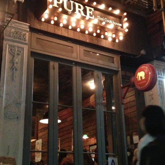 Foto tomada en Pure Thai Cookhouse por Carla S. el 11/11/2012