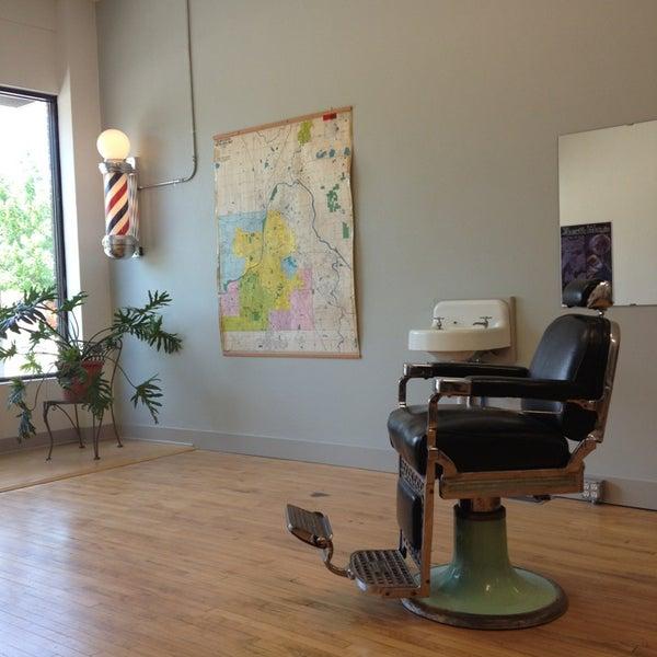 6/14/2013 tarihinde Janis W.ziyaretçi tarafından Foremost Barbershop'de çekilen fotoğraf