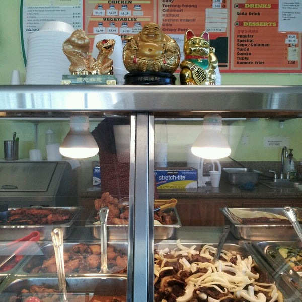 Photo taken at JNC Pinoy Foodmart Inc by Joewe M. on 3/10/2013