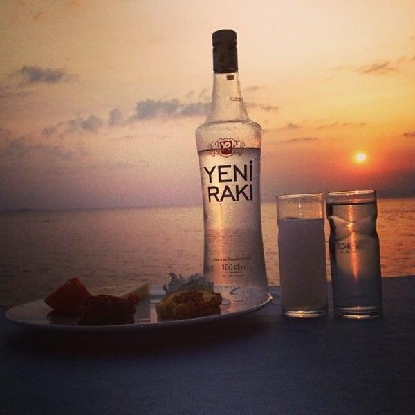 6/29/2013 tarihinde Burcubul 👼 .ziyaretçi tarafından Cunda Deniz Restaurant'de çekilen fotoğraf