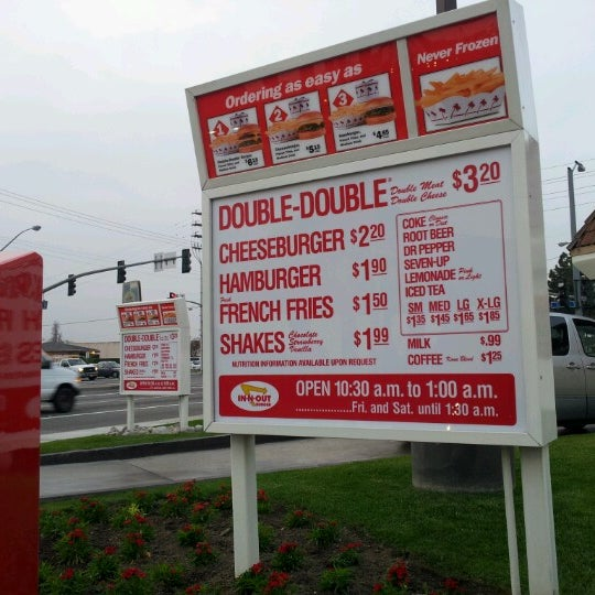 Photo taken at In-N-Out Burger by Tommy D. on 2/6/2013
