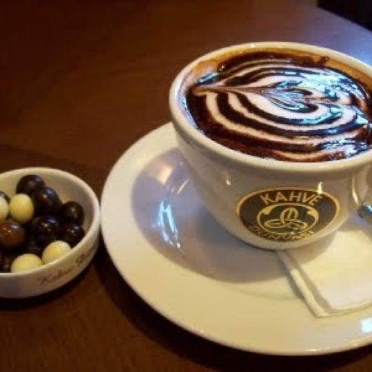 Das Foto wurde bei Kahve Dünyası von 'Mucahit G. am 12/11/2012 aufgenommen