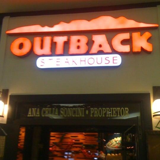 Foto tirada no(a) Outback Steakhouse por Michell Denny R. em 12/23/2012