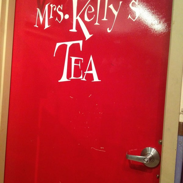 Photo taken at Mrs. Kelly's Tea Tasting by Maria H. on 6/7/2013