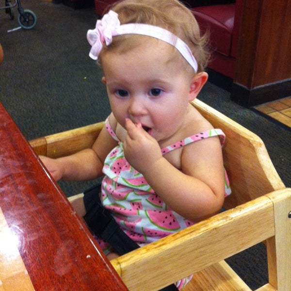 Photo taken at Hibachi Grill & Supreme Buffet by Roxana D. on 8/23/2014