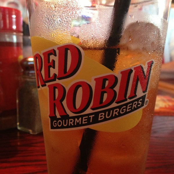 Photo taken at Red Robin Gourmet Burgers by Missy A. on 6/22/2013
