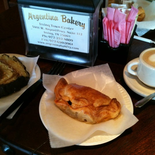 Foto scattata a Argentina Bakery da Brian D. il 11/13/2012