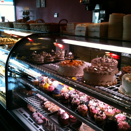 Foto scattata a Argentina Bakery da Brian D. il 11/16/2012