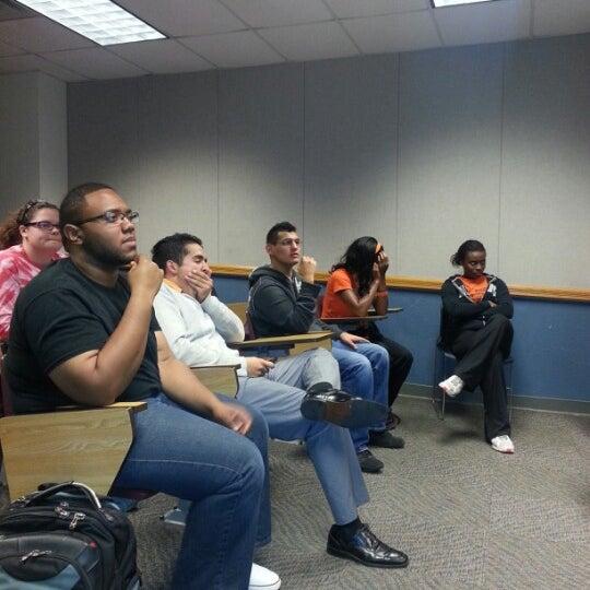 10/9/2012 tarihinde Chantel S.ziyaretçi tarafından Classroom Building'de çekilen fotoğraf