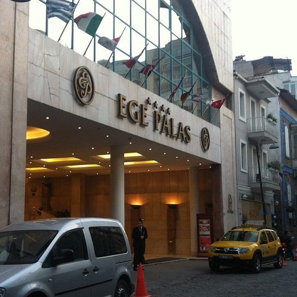 2/4/2013 tarihinde Оla S.ziyaretçi tarafından Ege Palas Business Hotel'de çekilen fotoğraf