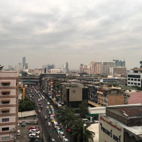 Photo taken at Sutthisan Intersection by Arnat😎 R. on 12/8/2016