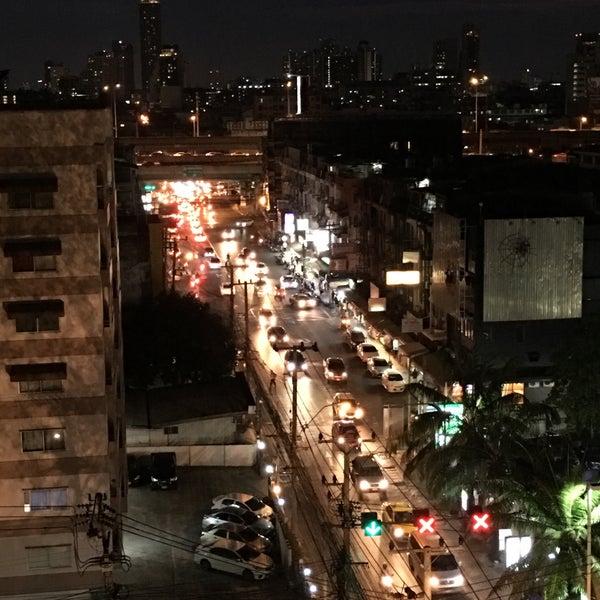 Photo taken at Sutthisan Intersection by Arnat😎 R. on 3/20/2017