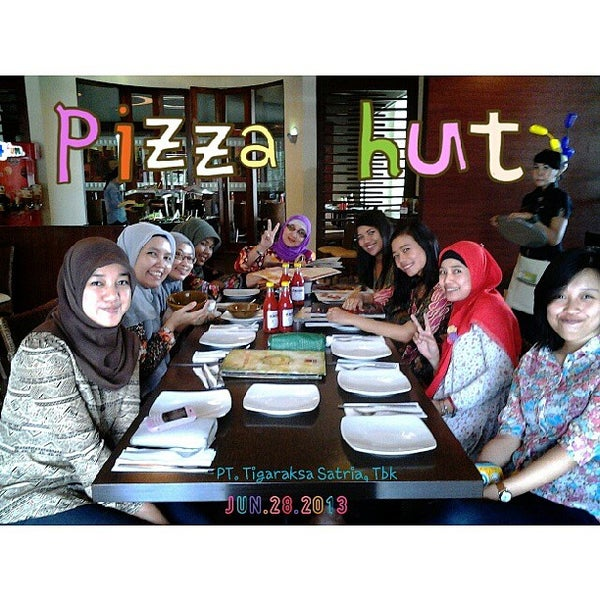 Photo taken at Pizza Hut by agnesya n. on 6/28/2013