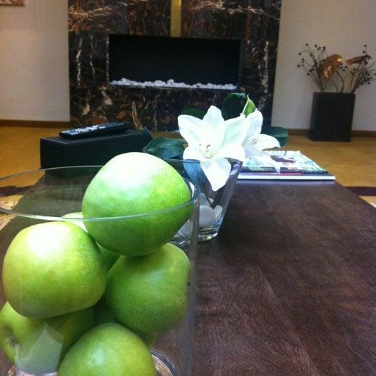 Das Foto wurde bei MyPlace Hotel City Centre von Niko V. am 11/2/2012 aufgenommen