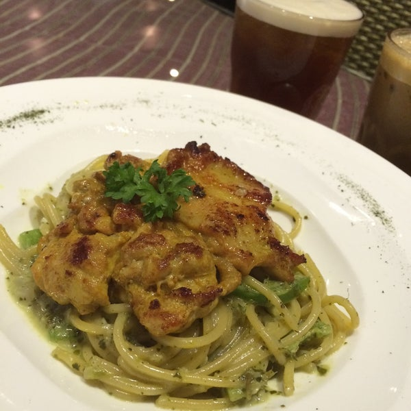 Photo taken at Pizzaiola by WengWeng B. on 3/14/2016