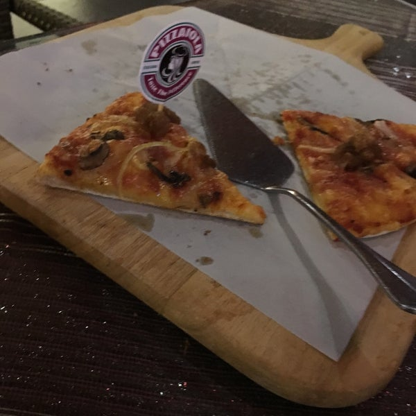 Photo taken at Pizzaiola by WengWeng B. on 3/3/2018