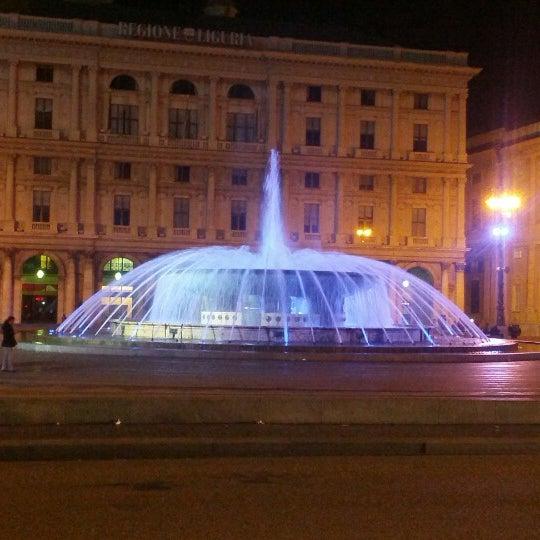 Foto scattata a Piazza de Ferrari da Beatrice D. il 10/12/2012
