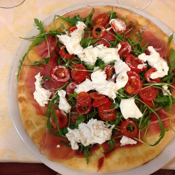 Photo prise au Pizzeria Cin Cin par Yıldız A. le2/4/2014