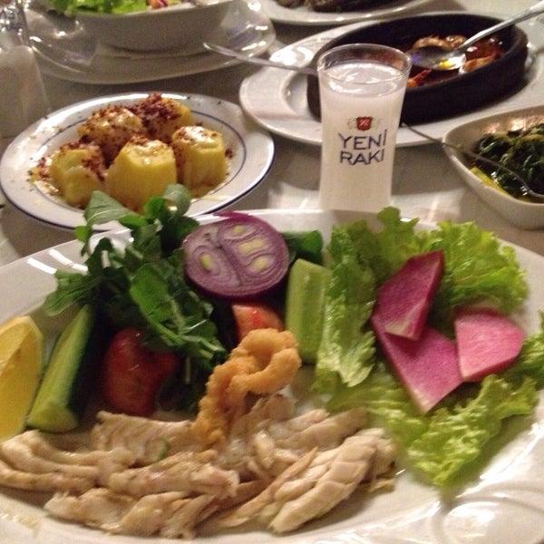 2/21/2015 tarihinde Ugurziyaretçi tarafından Yengeç Restaurant'de çekilen fotoğraf