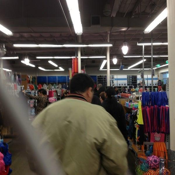 Photo taken at Westfield Oakridge by Dan R. on 12/20/2012