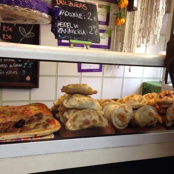 Buenas empanadas, quiche y pizzas. No es tan barato como dicen.