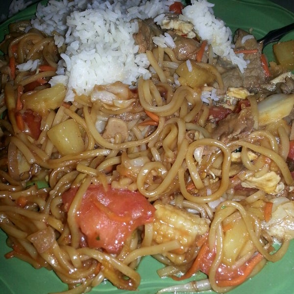 Photo taken at HuHot Mongolian Grill by jamplaystl on 8/3/2013