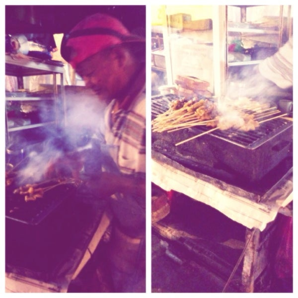 Photo taken at Chulia St. Night Hawker Stalls by Bbei T. on 7/27/2013