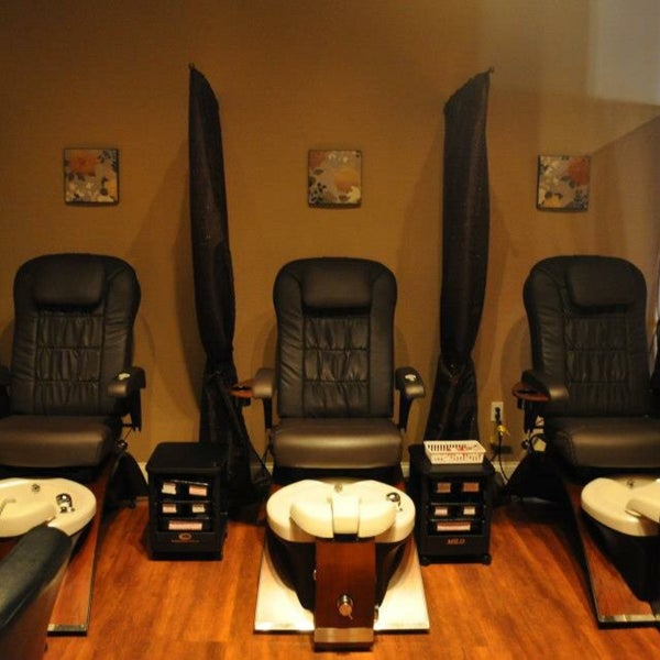 Super Comfy pedicure chairs!