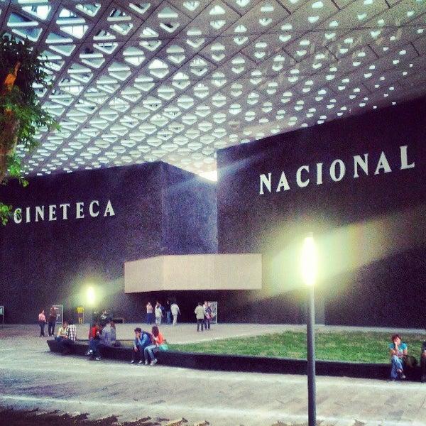 Foto tomada en Cineteca Nacional por Allán O. el 3/30/2013