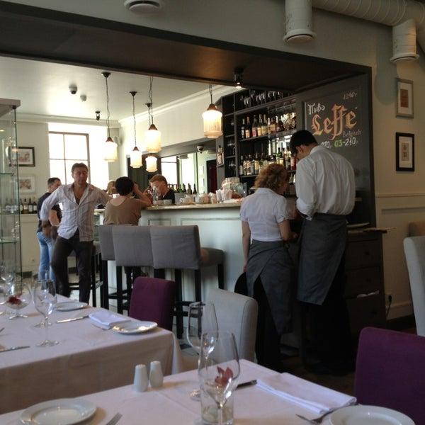 Foto tomada en Romeo's Bar & Kitchen por Anastasia D. el 7/7/2013