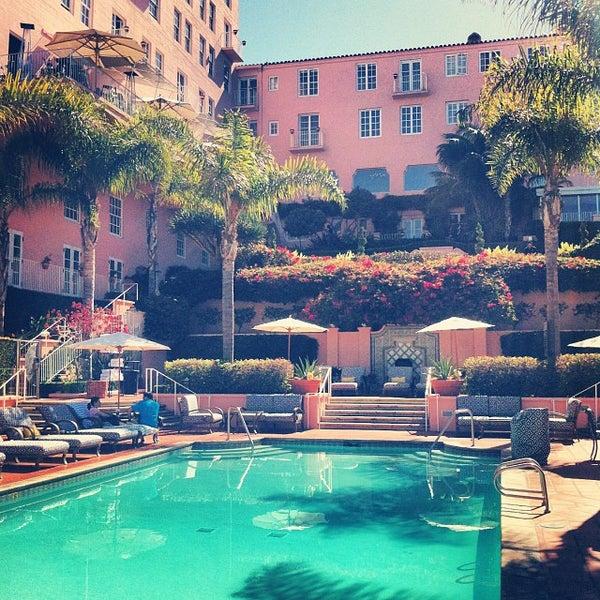 Снимок сделан в La Valencia Hotel пользователем Cameron B. 10/18/2013