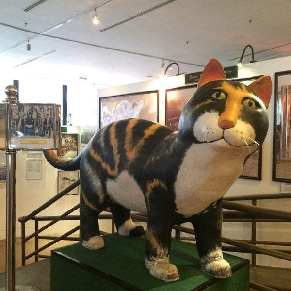Photo taken at Muzium Kucing (Cat Museum) by ᴶᴵᴱᴴᴬ ᴶ. on 3/6/2016